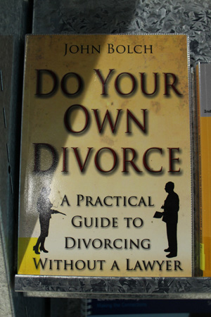 "Copertina del libro: ""Do your own divorce"""